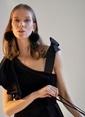 morhipoxsudi etuz Volanlı ve Saten Fiyonk Askılı Kadife Elbise Siyah